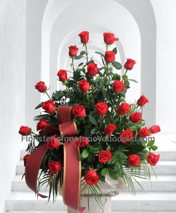 Centro Funerario de 30 rosas rojas, Envíos Gratis tanatorios de Valladolid, Centro con Flores para Difunto, Centros de Flores para Funeral, Envíos Florales