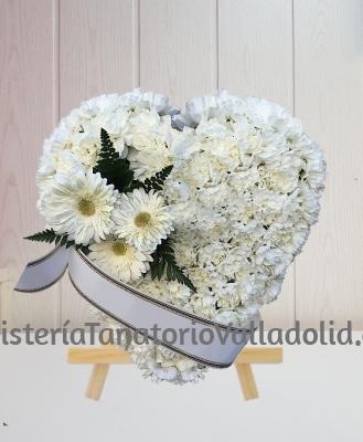 Corazon Funerario clavel blanco con margaritas especial para tanatorio