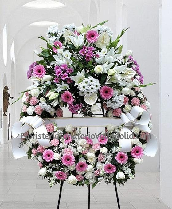 Corona Funeraria Tonos Rosados, Flores para Sepelio, Flores Fúnebres, Corona de Flores para Difuntos, Floristería Tanatorio Valladolid